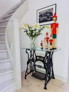 New No Cost sybord Sewing Table Style Regular sewing must have you feeling delighted, fruitful and also fully inside zone. Singer Table, Singer Sewing Tables, Sewing Machine Tables, Antique Sewing Machines, Mesa Singer, Repurposed Furniture, Vintage Furniture, Furniture Makeover, Diy Furniture
