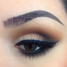 perfect brown eye. literally perfect colors, perfect winged eyeliner, and perfect brows. those eyelashes aint too shabby either;)