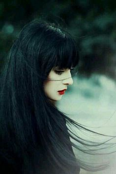 I love the black hair and the  red lipstick that match her pale skin perfectly.