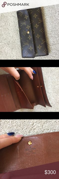 Louis Vuitton long wallet Exterior is in good shape. Interior has some scratches but it has no problem functionality and still got long life left! Louis Vuitton Bags Wallets