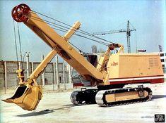 Экскаватор ЭО-4112А-1 с оборудованием прямой лопаты с ковшом емкостью 0,75 м3.