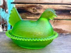 Indiana Glass Company Hen in a Nest Opaque Green by MammothMisc Hens On Nest, Pickle Jars, Vaseline Glass, Hen House, Indiana Glass, Fenton Glass, Glass Company, Vintage Dishes, Carnival Glass