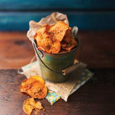 Peri Peri Baked Sweet Potato Crisps - Your Inspiration at Home - Recipes. Fire It Up with Nando's PERi-PERi chip sprinkle. Home Recipes, Gourmet Recipes, Great Recipes, Cooking Recipes, Favorite Recipes, What's Cooking, Yummy Recipes, Sweet Potato Crisps, Potato Chips