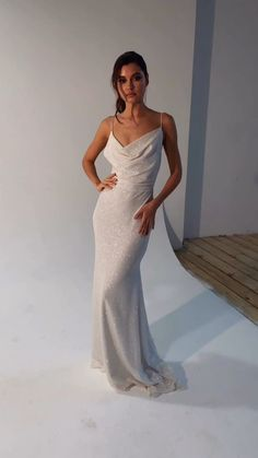 Beach Style Wedding Dresses, Beautiful Prom Dresses, Pretty Dresses, Bridal Dresses, Minimalist Wedding Dresses, Special Dresses, Dress Picture, Handmade Dresses, Evening Gowns