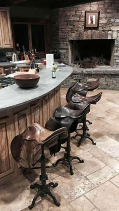 It always difficult to choose the best accessories for our Vintage Home bar, but don't worry, these are a selection of the tips, to create a more relaxed atmosphere in your bar. | www.barstoolsfurniture.com