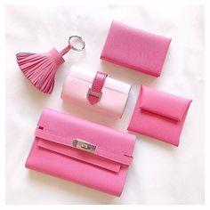 * Pink makes me Happy  . . #25ans の #ピンク 特集が可愛すぎて #バッグの中の小物並べてみる . . #hermes #hermeslover #hermespink #roseazalee #rosesakura #pink #pinklover #pinkpinkpink #inmybag #エルメス #ローズアザレ #ローズサクラ #ピンク好き #バッグの中身 #ファッション #カスタマイズエブリデイ