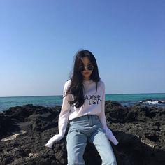 ☆..*..♡ @chayeoni ♡..*..☆ Korean Girl Photo, Cute Korean Girl, Asian Girl, Girl Photo Poses, Girl Photography Poses, Ulzzang Fashion, Korean Fashion, Ullzang Girls, Korean Look