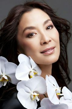 "Wai Lin - Michelle Yeoh in ""James Bond: Tomorrow Never Dies"" Michelle Yeoh, Pretty Asian, Beautiful Asian Women, Beautiful People, Asian Celebrities, Asian Actors, Celebs, James Bond Girls, Divas"