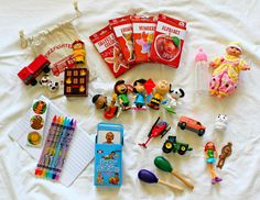 How To Entertain A Toddler On An Airplane Flight - Free Checklist