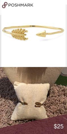 Stella and Dot Gilded Arrow Bracelet Stella and Dot Gilded Arrow Bracelet . Adjustable. No trades/no pp. Stella & Dot Jewelry Bracelets