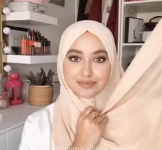 Simple Hijab Tutorial, Hijab Style Tutorial, Hijabi Girl, Girl Hijab, Stylish Hijab, Muslim Women Fashion, Head Scarf Styles, Beautiful Hijab, Mode Hijab