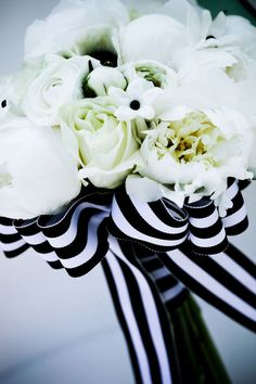 #MaidsMonday Black and White Wedding Bouquet