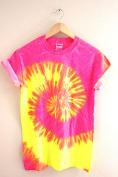Neon pink, yellow and orange tie-dyed, cotton t-shirt. Please note: Each tie-dyed tee is hand dyed and slightly unique. Washing instructions: Machine wash inside out in very cold water, dry normally. Slight fading may occur. Camisa Hippie, Cool Tie Dye Shirts, Ty Dye Shirts, Camisa Tie Dye, Tie Dye Party, Tie Dye Fashion, Mens Fashion, Fashion Tips, Tie Dye Crafts