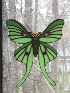 Rich colors of milk glass with multi-colored accents define this captivating Luna Moth original design. Glass Painting Designs, Stained Glass Designs, Stained Glass Projects, Stained Glass Patterns, Stained Glass Quilt, Stained Glass Flowers, Glass Mosaic Tiles, Mosaic Art, Glass Butterfly