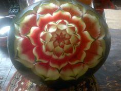 Talla de frutas y verduras para eventos y decoración.