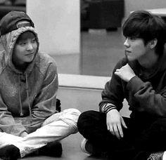 EXO Xiumin and Luhan bw. XiuHan. SO CUTE BOTH OF YOU♡♡ #minseok #luhan #exoshowtime