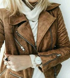 Loving the color of the leather jacket. That style is pretty perfect. I've been wanting a moto jacket for quite a while Mode Outfits, Fall Outfits, Casual Outfits, Mode Style, Style Me, Look Fashion, Womens Fashion, 90s Fashion, Fashion Black