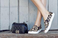 Chanel bag / Leopard print Vans