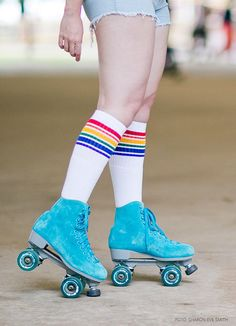 Put on those skates and go! Roller Derby, Buy Roller Skates, Retro Roller Skates, Roller Skate Shoes, Roller Disco, Roller Skating, Rollers, Paramore, Pin Up Vintage