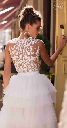 Littea 2019 Blue Mountain Bridal Collection features drop-dead gorgeous silhouettes and wedding dresses that are a perfect fit for the modern bride. Wedding Dress Gallery, Wedding Dress Trends, Disney Wedding Dresses, Bridal Dresses, Wedding Gowns, Amazing Wedding Dress, Sophisticated Bride, Bridal Fashion Week, Bridal Style