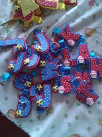 Mundo infantil 2º ano: Lembrancinha de volta as aulas- Chaveirinho com inicial do nome Kids Crafts, Foam Crafts, Preschool Crafts, Diy And Crafts, Diy For Kids, Gifts For Kids, Pencil Toppers, Fathers Day Crafts, Flower Template