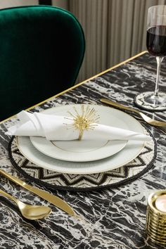From gleaming gold tableware, to boldly patterned placemats, the Gold Age trend excels in the dining room with it's Art Deco inspired elements. Gold Napkin Rings, Gold Napkins, Napkins Set, Table Place Settings, Outdoor Side Table, Dining Room Inspiration, Art Deco Design, Room Decor, Menu Layout