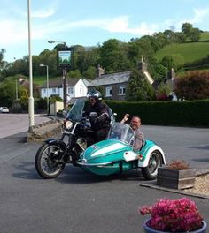 The 1940's sidecar did cause people to shout out derogatory comments to this pillion passenger BUT he told them he needed the long nose of the sidecar to accommodate his enormous penis !!  Their gasted was well and truly flabbered !!  ( I'm just sayin ) 👍