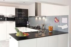 Ikea Keukens Voordelen : Het grootste gedeelte van deze keuken ikea is wit ideeën voor