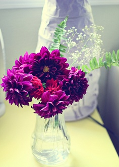 Corner-of-the-room bliss. A simple bouquet really adds an extra splash of awesome!  #bouquet #purpleflowers #simpledecor