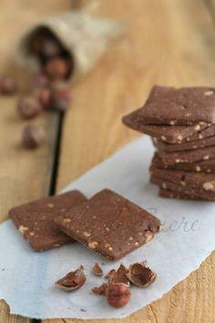 Biscotti di pasta frolla cacao e nocciole