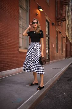 Here's how to wear ruffles and some of my favorite pieces. Cute Modest Outfits, Modest Wear, Skirt Outfits, Thrift Fashion, Nyc Fashion, Style Casual, Feminine Style, Modest Fashion, Fashion Outfits