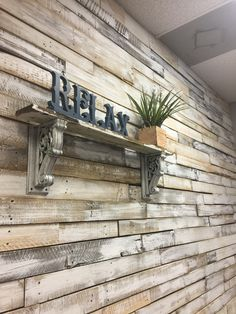 Rustic salon pallet wall relax diy vintage wood