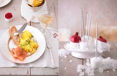 weihnachtliche Deko mit Zucker und Granatapfel