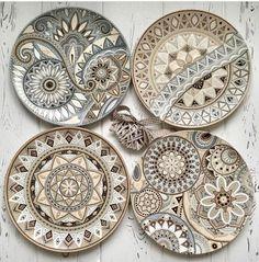 Image may contain: 1 person Painted Ceramic Plates, Ceramic Pottery, Ceramic Art, Pottery Painting Designs, Mandala Artwork, Dot Art Painting, Mandala Dots, Plate Art, Pattern Art