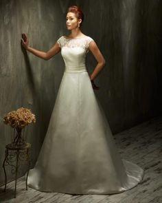 Svatební šaty Adina Praha, největší svatební centrum v ČR. Na ploše 1 200 m² vás čeká komfortní výběr svatebních šatů a kompletní svatební služby.
