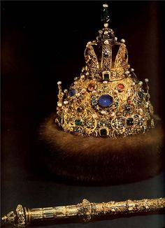 """""""Great outfit."""" crown  1627  Gold, precious stones, pearls, fur, molding, stamping, engraving, carving, kanfarenie  Height 30,2 cm circumference 66.5 cm  State Historical and Cultural Museum-Preserve """"The Moscow Kremlin"""". The Armoury  Moscow  Russia  Belonged to Tsar Mikhail Romanov. Of the workshop of the Moscow Kremlin"""