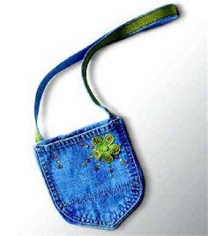 nothing to spent.maybe something for your daughter to have something nice for almost nothing Sewing Tutorial - Denim Pocket Purse PatternThe perfect accessory for that special summer outfit, it is just big enough to hold your wallet, lip Jean Pocket Purse, Denim Purse, Jeans Pocket, Jean Crafts, Denim Crafts, Purse Patterns, Sewing Patterns, Blue Jean Purses, Recycled Denim