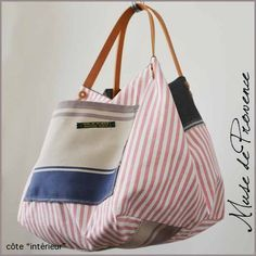 Risultati immagini per tutorial cabas reversibles Patchwork Bags, Quilted Bag, My Bags, Purses And Bags, Jean Rose, Linen Bag, Denim Bag, Fabric Bags, Cute Bags