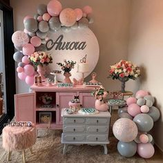 Baby Shower Balloons - An Easy & Cost Effective Way To Create A Fabulous Baby Shower - Balloon Decorations 🎈 Balloon Backdrop, Balloon Wall, Balloon Garland, Balloon Decorations, Birthday Decorations, Baby Shower Menu, Girl Shower, Baby Shower Themes, Baby Shower Decorations