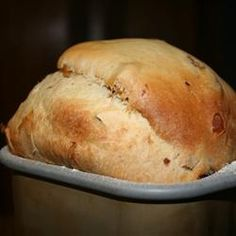 Panettone II Recipe - This is an Italian Christmas bread. This recipe is only suitable for the bread machine. Panatone Bread, Italian Christmas Bread, Filet Mignon Chorizo, Cinnamon Sugar Bread, Portuguese Sweet Bread, Bread Maker Recipes, Panettone Bread Machine Recipe, Bread Puddings, Italian Cookie Recipes