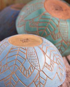 Pottery Plates, Ceramic Pottery, Pottery Art, Slab Pottery, Thrown Pottery, Pottery Painting Designs, Pottery Designs, Ceramic Painting, Ceramic Art