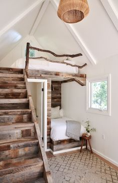 What do think this Beautiful picture ❤️Tell me in just 5 words 😍If you could rate pics from this for your own house, Rate ❤️ TAG a… Tiny House Cabin, Tiny House Living, Tiny House Design, Cozy House, Small Living, Farm House, Casa Loft, Home Bedroom, Kids Bedroom