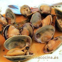 Clams fisherman's style - Almejas a la marinera Kitchen Recipes, Wine Recipes, Mexican Food Recipes, Spanish Cuisine, Spanish Food, Tapas, Chicken Broccoli, Savoury Dishes, Shrimp Recipes