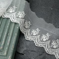 Vintage WHITE Embroidered Lace Trim, 2-1/2 Inch by 1 Yard, TR-10966