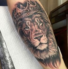 King tattoos are often accompanied by queen tattoos but single boys like to have separate king tattoos. If you wish to have king tattoos then here we have impre