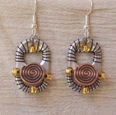 Jewelry made from soda-pop tabs Recycling can be Beautiful Earings Earing 2 Earing 3 Pendants Pe. Soda Tab Crafts, Can Tab Crafts, Aluminum Can Crafts, Tape Crafts, Recycled Jewelry, Recycled Crafts, Soda Can Tabs, Recycle Cans, How To Make Earrings