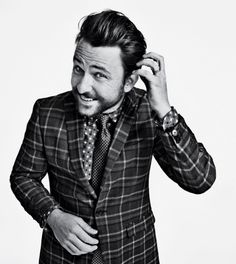 Out of the norm, but stylin' Charlie Day is the man. Charlie Day, Charlie Kelly, Beautiful Men, Beautiful People, Gorgeous Guys, Amazing People, Beautiful Celebrities, It's Always Sunny, Raining Men