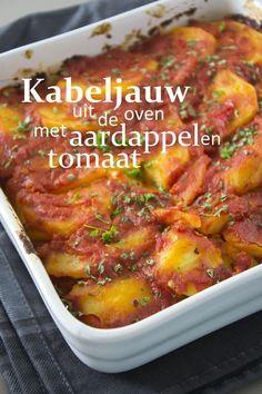 , ongeschild, in schijfjes van cm 750 ml arrabiatasaus Oven Dishes, Fish Dishes, Dutch Recipes, Fish Recipes, Yotam Ottolenghi, Good Healthy Recipes, Pesto, Food Inspiration, Love Food