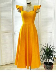 The one dress you need to buy this summer - yellow dress summer trend Casual Dresses, Fashion Dresses, Summer Dresses, Yellow Dress Outfits, Yellow Clothes, Skater Outfits, Emo Outfits, Disney Outfits, Dress Skirt
