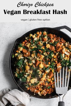Breakfast Recipes This delicious chorizo spiced vegan breakfast hash is full of potatoes, chorizo chickpeas, vegan sausage, and leafy greens for a delicious and healthy way to start your day! Vegan Brunch Recipes, Delicious Vegan Recipes, Veggie Recipes, Healthy Recipes, Cheap Clean Eating, Clean Eating Snacks, Healthy Eating, Pan Dulce, Risotto